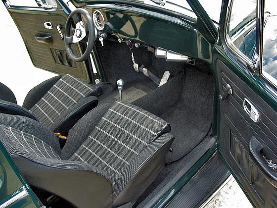 Golf GTI műszerek és ülések, lefalazott műszerfal (olajnyomás és -hőfok mérővel), Raid sportkormány, alupedálok