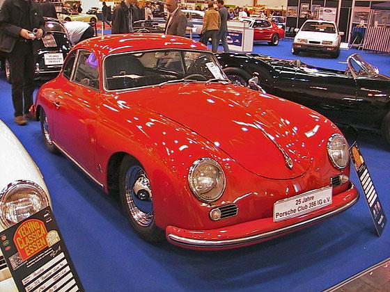 A Porsche 356 klub területén